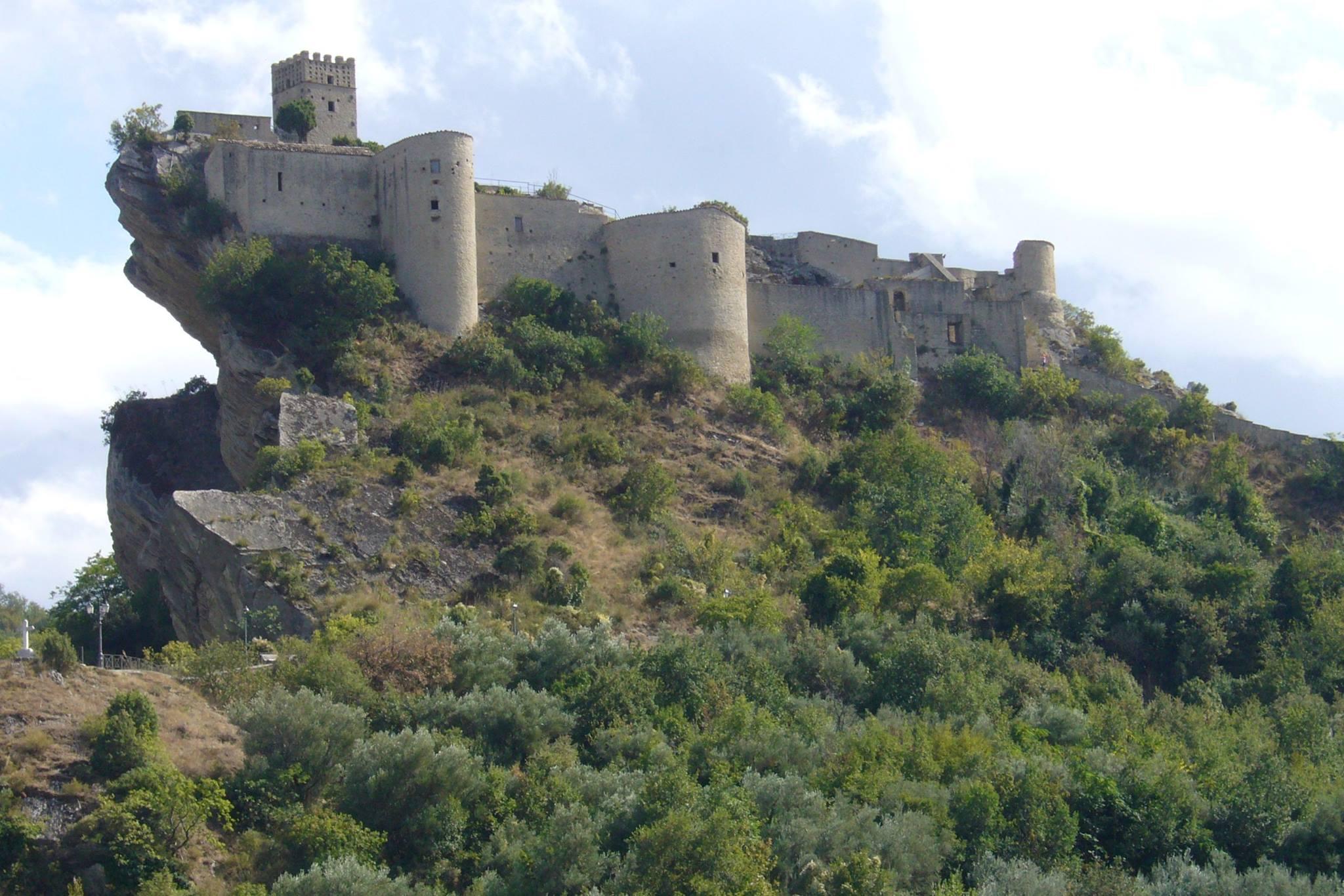 """<strong> Il Castello de """"Il nome della Rosa"""" e le Gole di Fara S.Martino  </strong>"""