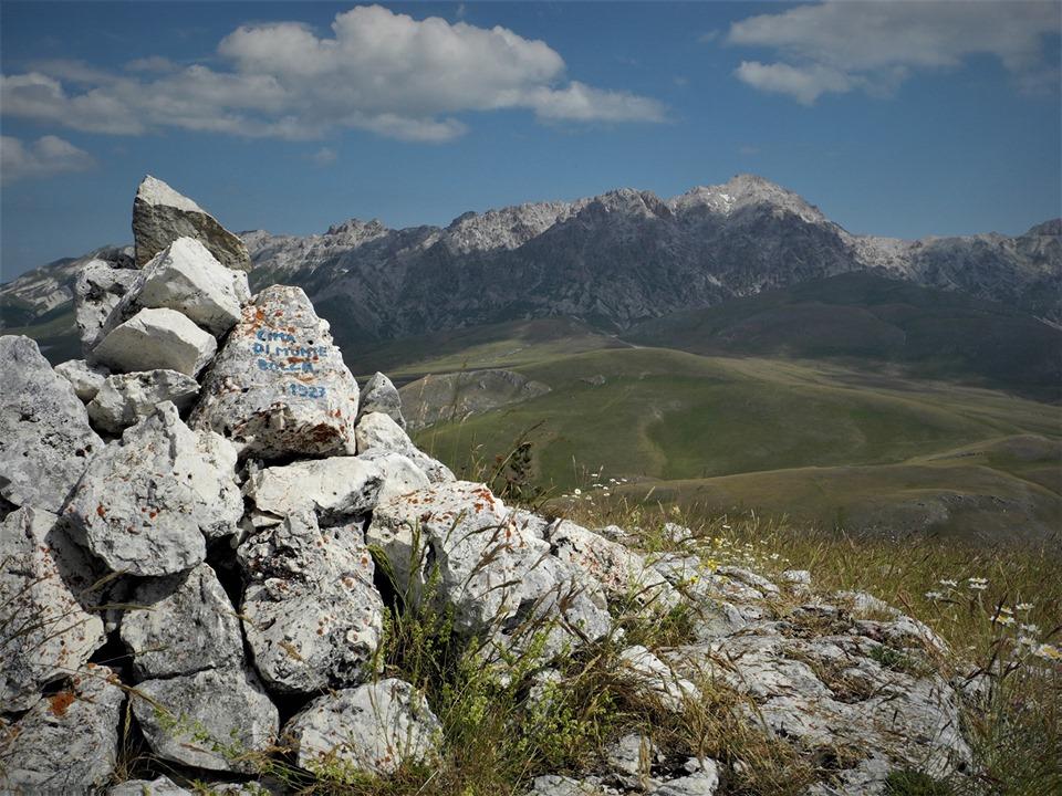 <strong>La panoramica cresta del M. Bolza, gruppo del Gran Sasso</strong>